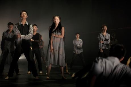 Crédit Photo : Leha Robertson FAULT LINES,  Un spectacle de danse contemporaine de la Leshan Song & Danse Troup Chorégraphie : Sara Brodie Spectaculairement Chine à la PdA