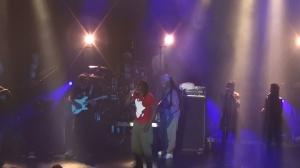 Tiken Jah Fakoly, en rappel lors de son concert à Montréal au Festival International Nuits d'Afrique, le 9 juillet 2014 - Photo Jacqueline Mallette