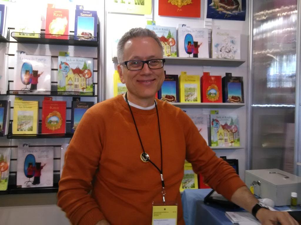 Robert Blake, auteur et éditeur Le Voyage, conte philosophique, 35 000 exemplaires vendus Éditions du 9e Jour, au SLM depuis 15 ans